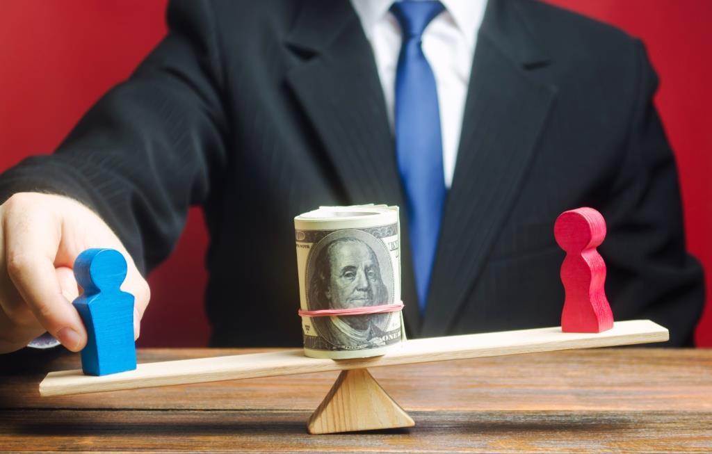 חוק שכר שווה לעובדת ולעובד